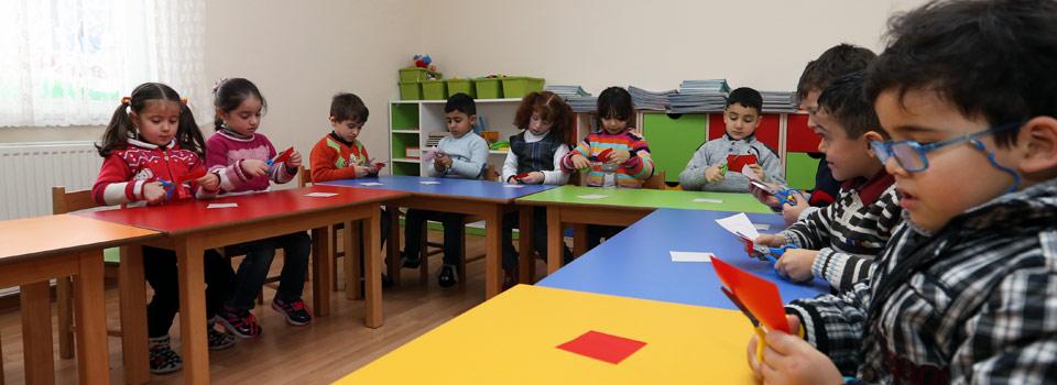 ت.ر.ت ورد جذب أحلام الأطفال المتواجدين في روضة جمعية اللاجئين