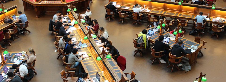 منح للدراسة الجامعية والدراسات العليا للطلاب الأجانب