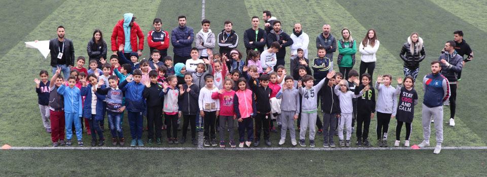 في سلطان بيلي UEFA و FIFA مشروع الإخوة لكرة القدم بدعم