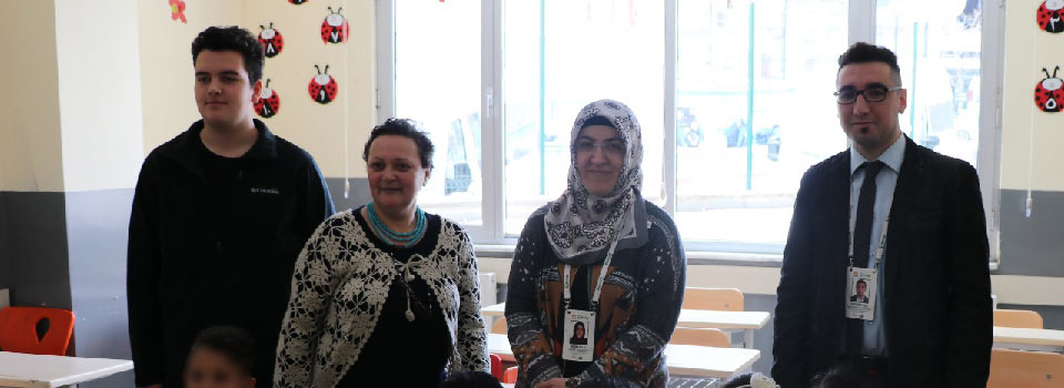 Visit to the Refugees Kindergarten from The Skeins of Kindness Knitting Club