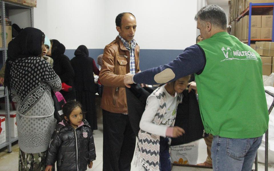500 Çocuk için Bot, Mont ve Battaniye Dağıtıldı