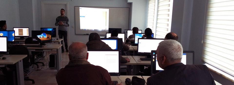 Mülteciler Derneği bilgisayar Kursu