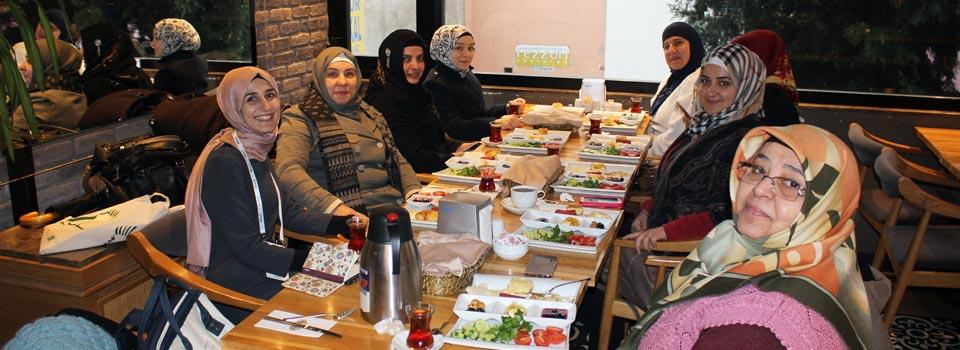 Cuma Kahvaltısı Türk ve Suriyeli Kadınlar