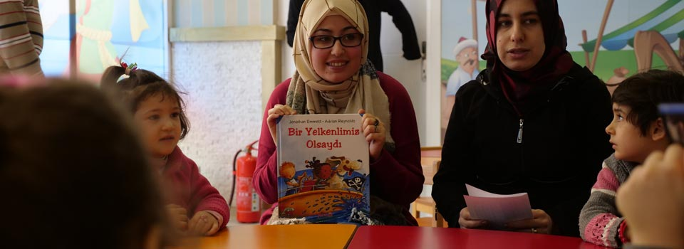Türk ve Suriyeli Çocuklar Kütüphanede