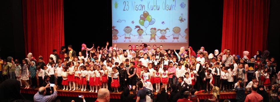 23 Nisan Türk ve Suriyeli çocuklar