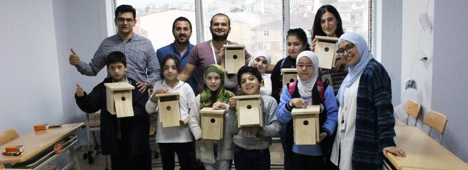 Kuş Evi Yapan Çocuklar
