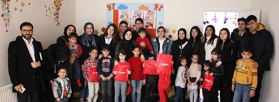 Üsküdar İrfan Koleji Öğrencileri Mülteciler Derneği'ni Ziyaret Etti